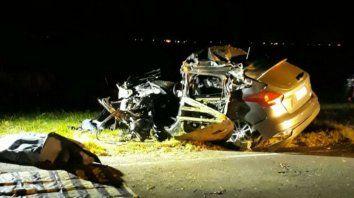 Un muerto al chocar un auto y un camión en la autopista a Santa Fe
