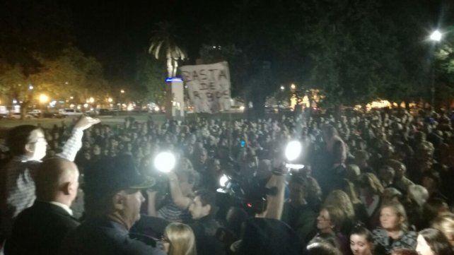 Una masiva marcha contra la inseguridad forzó la renuncia del jefe policial de Casilda