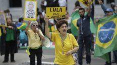 Presión popular. En las afueras del máximo tribunal, opositores a Lula reclamaron su encarcelamiento.