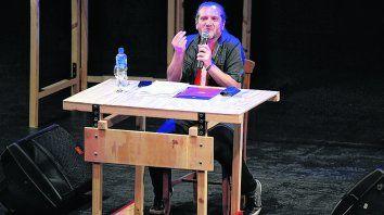 la revolución, una deconstrucción. Sztajnszrajber hizo gala de sus dotes de gran comunicador.