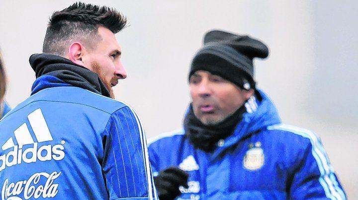 En primer plano. Leo entusiasma al entrenador argentino