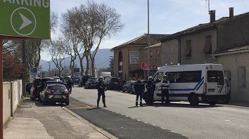 Al menos dos muertos y tres heridos en toma de rehenes en Francia