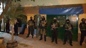 Efectivos federales en uno de los domicilios allanados en Ludueña.