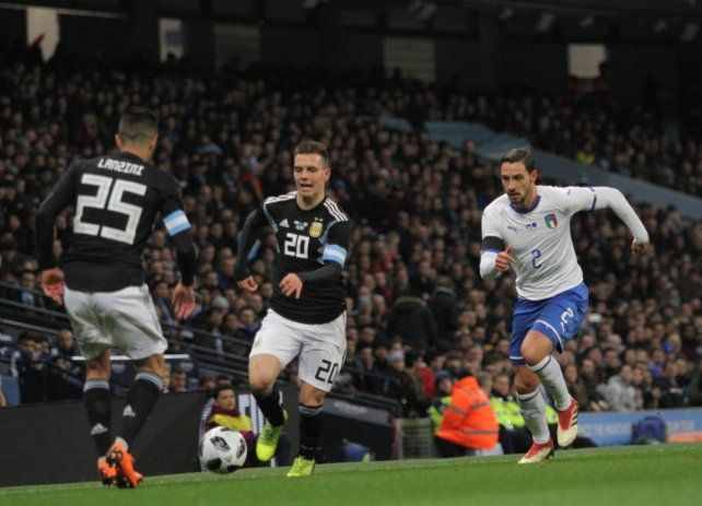 Argentina le ganó a Italia por 2-0 con goles de Banega y Lanzini