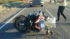 El reventón del neumático delantero por el mal estado de la ruta habría sido la causa del trágico siniestro. (Fotos:Catriel25noticias.com)