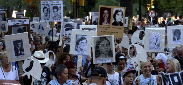 Estandarte. Como todos los 24 de marzo, las imágenes de los desaparecidos acompañarán la marcha.