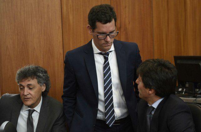 Fiscal. Gonzalo Fernádez Bussy (de pie) respondió ayer a los defensores.