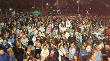 Miles de rosarinos colmaron el Monumento en otro día para ejercitar la memoria