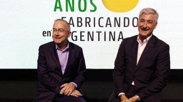 De festejo. Allen (CEO global) y Trajtenberg (presidente de JD Argentina)