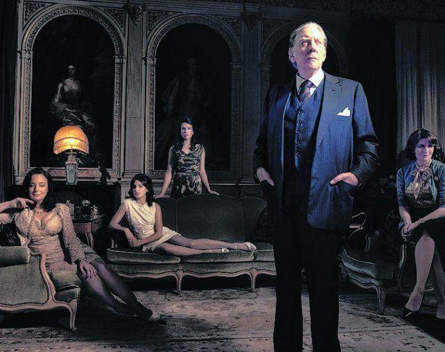 elenco de lujo. Donald Sutherland interpreta al magnate petrolero.