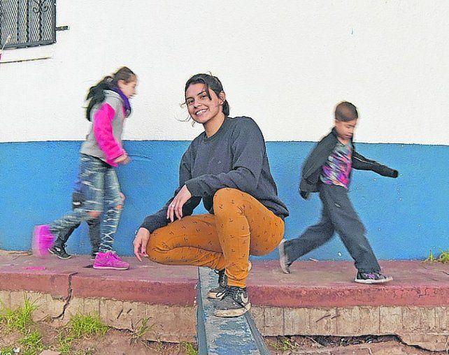 antes de bailar. Serena, ayer en la plazoleta de Grandoli y Güiraldes.