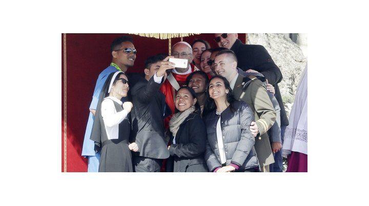el papa argentino: Decídanse antes de que las piedras griten.