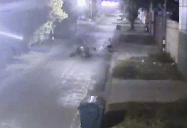 Un video muestra el impactante choque entre dos motos