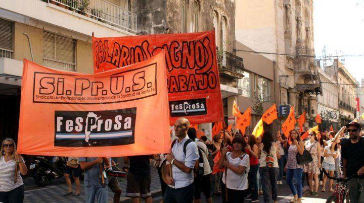 Siprus exige un 35 por ciento de aumento y cláusula gatillo