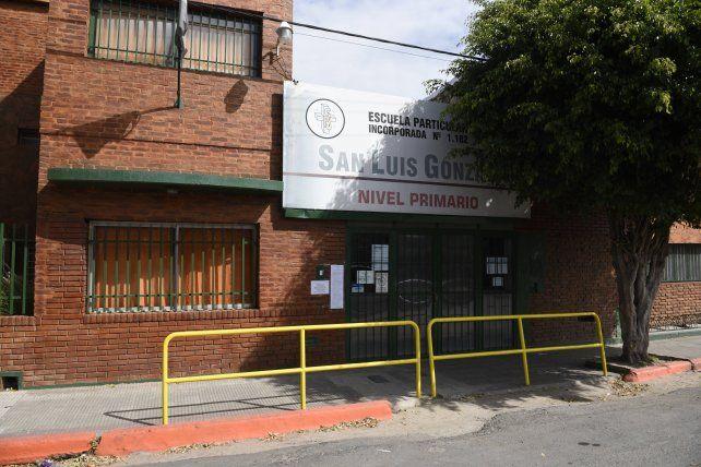 La escuela San Luis Gonzaga, adonde asistía una alumna de 6º grado de 11 años que murió por meningitis.