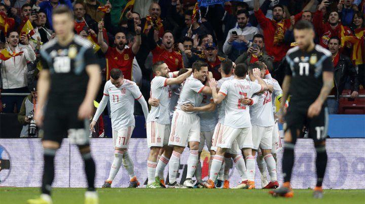Dura derrota. España fue una aplanadora y goleó a Argentina por 6-1 en Madrid.