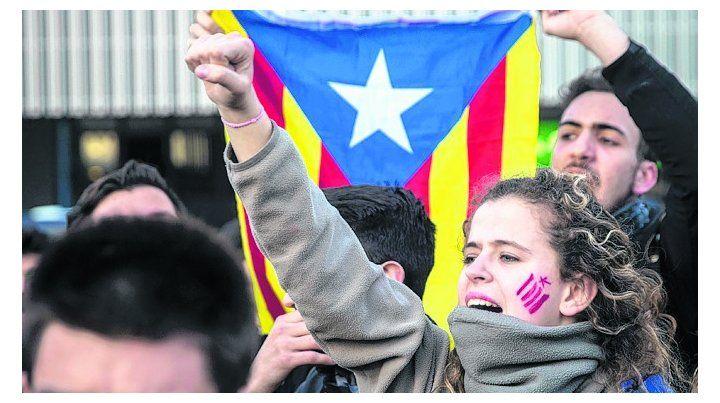 En la calle. Separatistas catalanes reclaman la liberación de sus líderes.