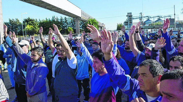 conflicto. Los aceiteros ya enfrentan un conflicto por despidos en Cargill. Ahora se suma la pelea salarial..