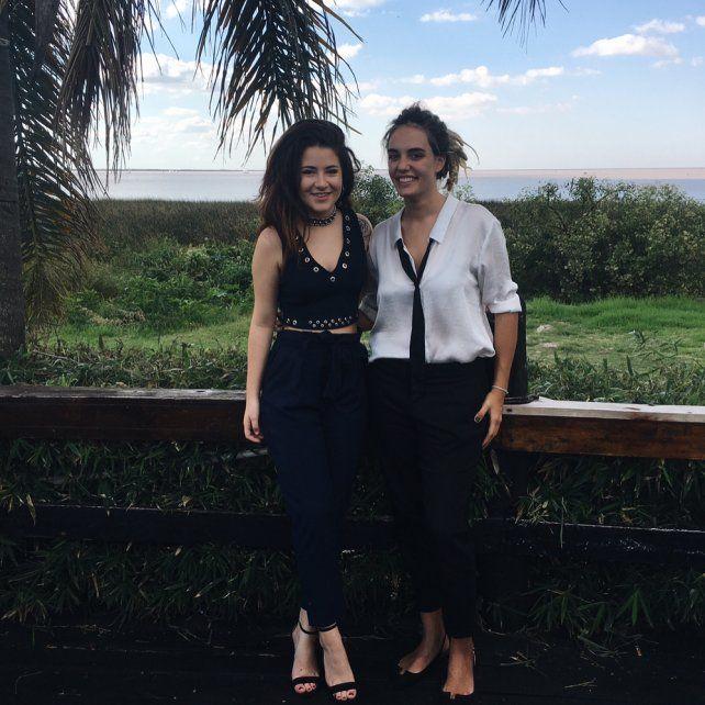 La hija de dos reconocidos periodistas presentó a su novia en sociedad