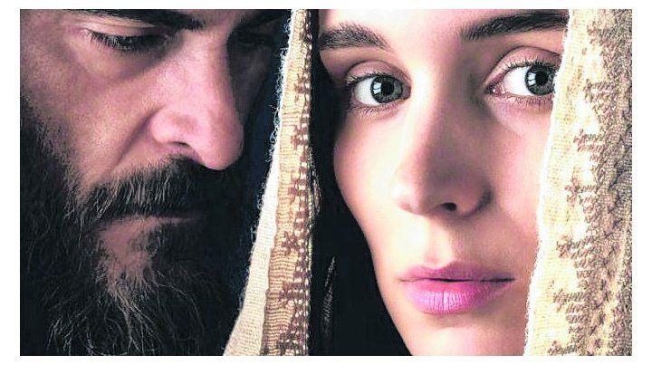 el y Ella. Joaquín Phoenix interpreta a Jesús