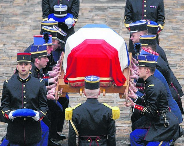 Francia despidió al policía héroe