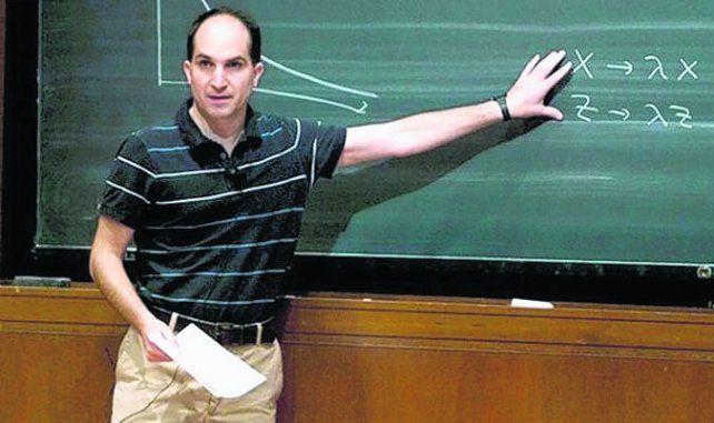 juan martín maldacena. Estudió en la UBA y en el Instituto Balseiro.