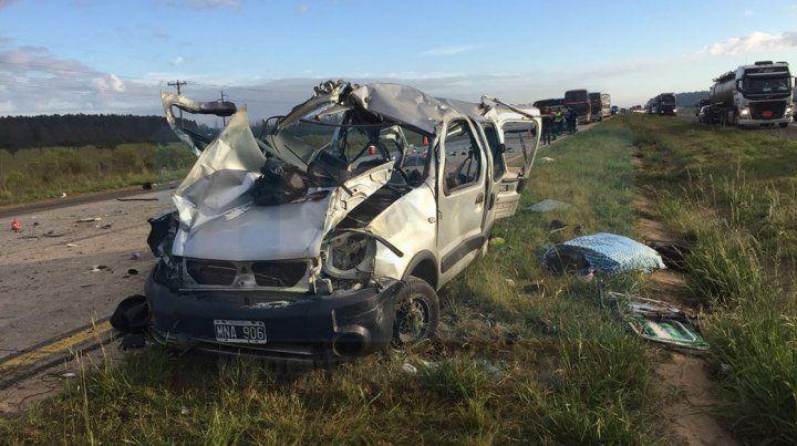 Seis muertos por el choque entre un utilitario y un ómnibus