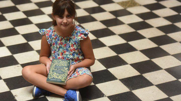 Ema tiene 9 años y de divierte con las aventuras de los niños peculiares.