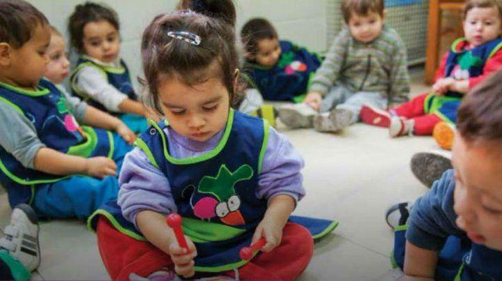 La educación inicial es la etapa que mejor comprene el lugar del juego y de las emociones como parte de la enseñanza.