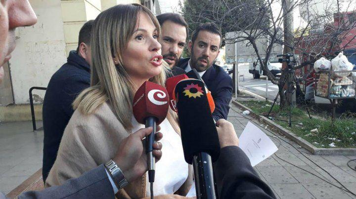 Investigadora. La fiscal Garibaldi habla con los periodistas.