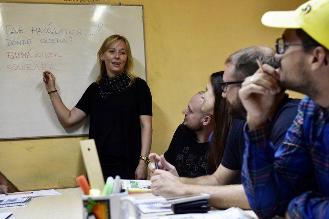 En clase. La docente Irina Vagner en pleno curso de ruso.
