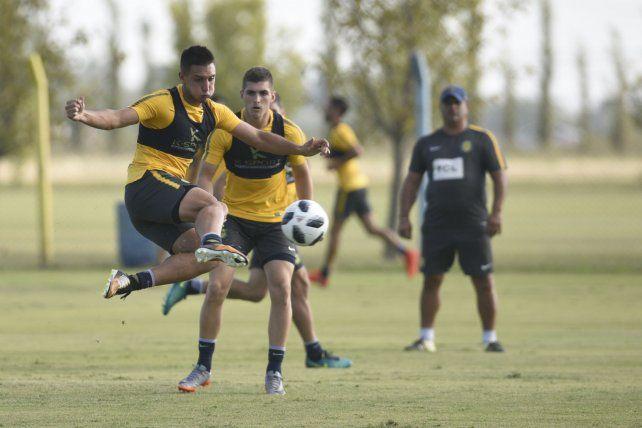 El delantero Agustín Maziero debutará de titular en la primera canalla ante la baja de Germán Herrrera.