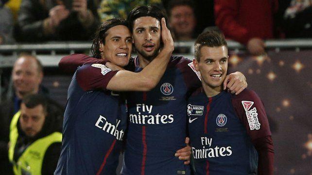 Cavani, Lucas y Lo Celso festejan la coronación del PSG.