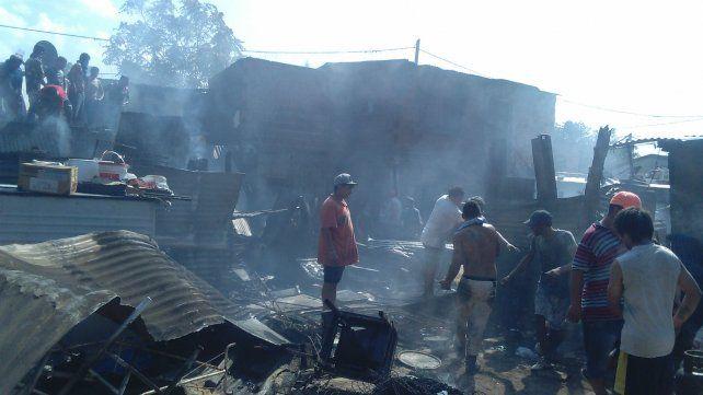 Desolación. La acción destructiva del fuego dejó sin nada a varias familias.