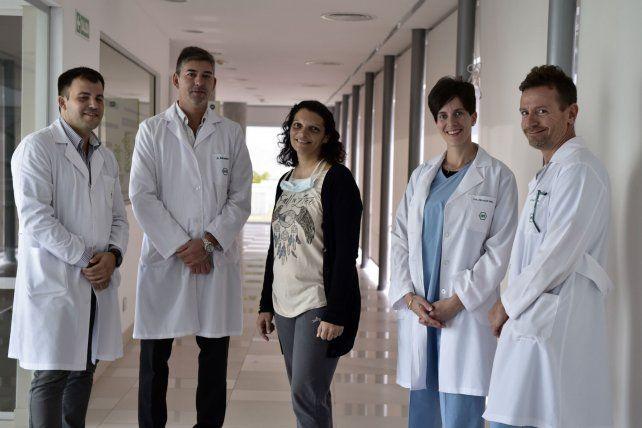 Con el equipo médico. Los especialistas Mahuad