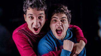 Dupla. Fran Gómez y Nachito Saralegui suman más de 400 mil seguidores y ahora lo muestran en el teatro.