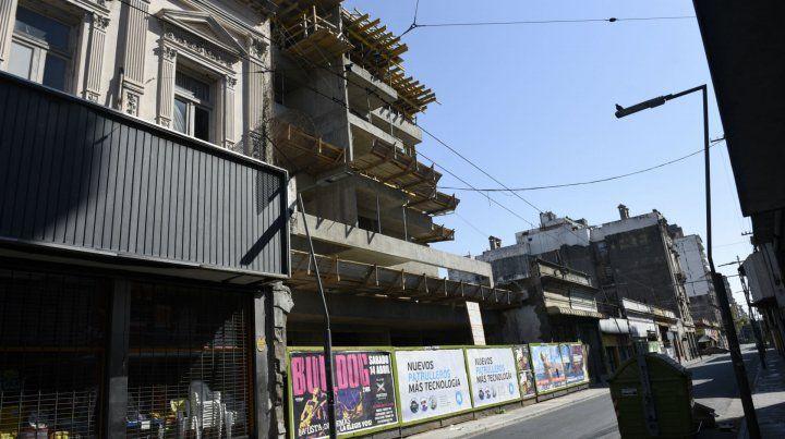 Cambios. Nuevas edificaciones se levantan entre viejas estructuras.