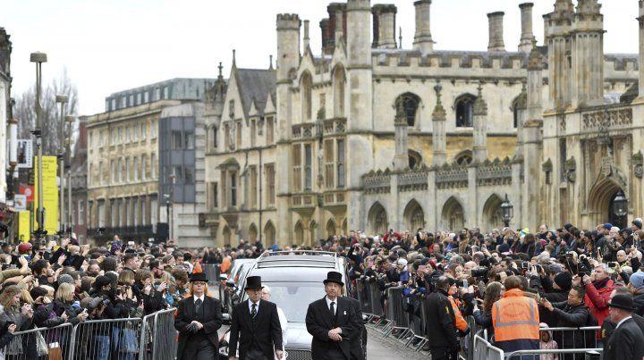 Pompa. El cortejo fúnebre recorrió Cambridge