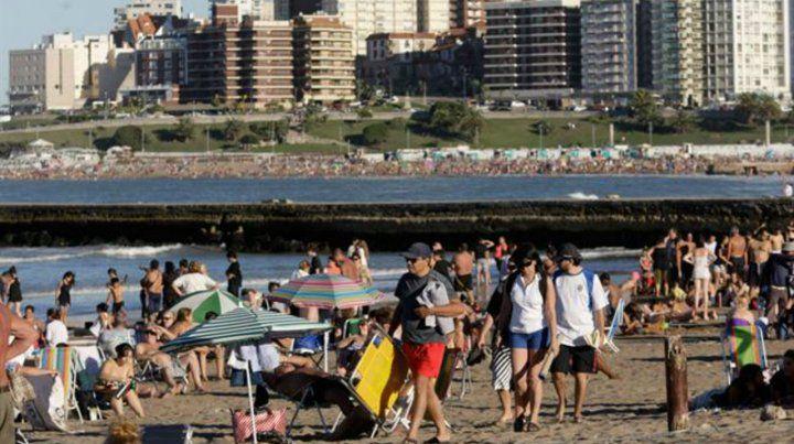 Mar del Plata. Las playas de La Feliz estuvieron muy concurridas ayer con un sol a pleno.