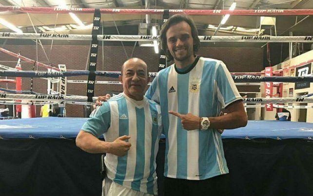 Con el maestro. Erbin junto al reconocido entrenador cubano Ismael Salas.