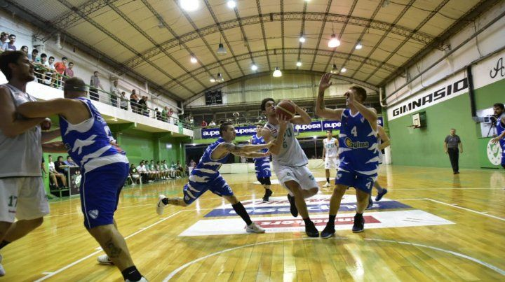 Potencia al servicio de Sportsmen. El alero juninense Mateo Pastorino es uno de los pilares del equipo en ambos costados.