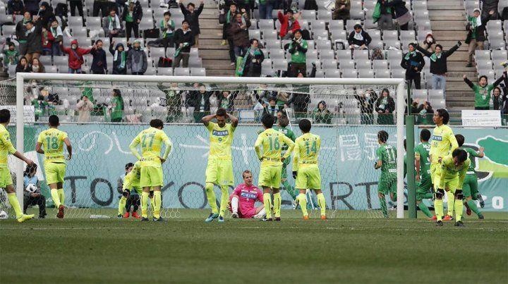 Derrotado. El Ruso Rodríguez falló y su equipo fue goleado en la segunda división japonesa.