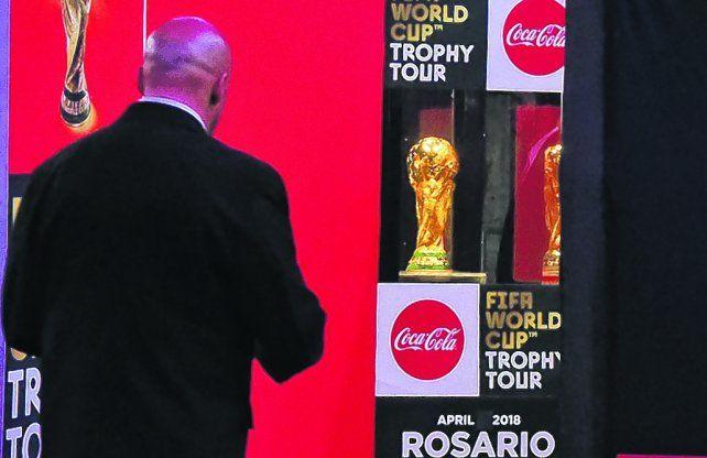 La más deseada. La Copa del Mundo llegó ayer a Rosario y hoy se despide.
