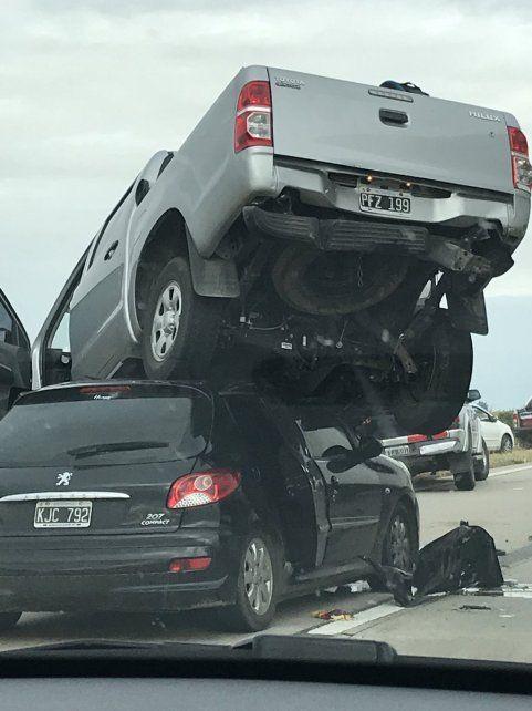 Un herido en el impactante accidente en la autopista Rosario - Córdoba entre tres autos