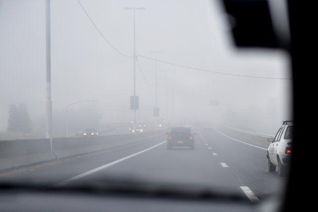 La niebla complicará los accesos a Rosario y las rutas en la provincia. (Foto de archivo)