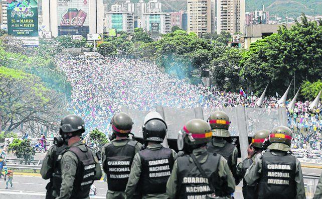 masiva. Una de las numerosas marchas por Caracas