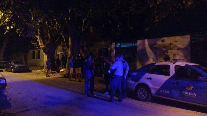 La víctima presentaba múltiples heridas de arma blanca en tórax y cuello.
