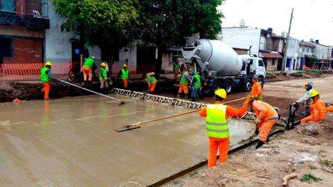 en marcha. El municipio avanza con la pavimentación definitiva de calles y avenidas