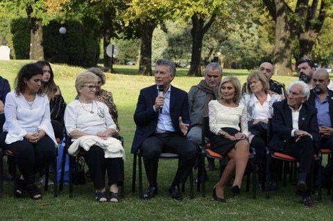 reconocimiento. Macri destacó ante los familiares el proceso de identificación de soldados caídos.