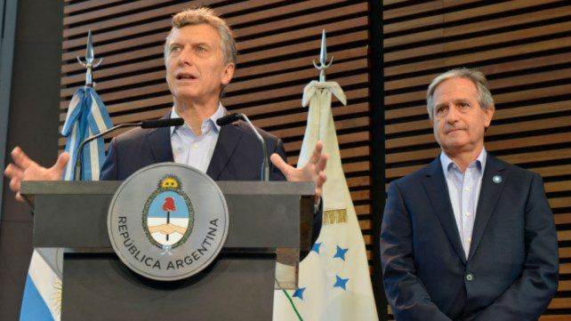 Macri firmó el decreto que habilita retiros voluntarios en el Estado
